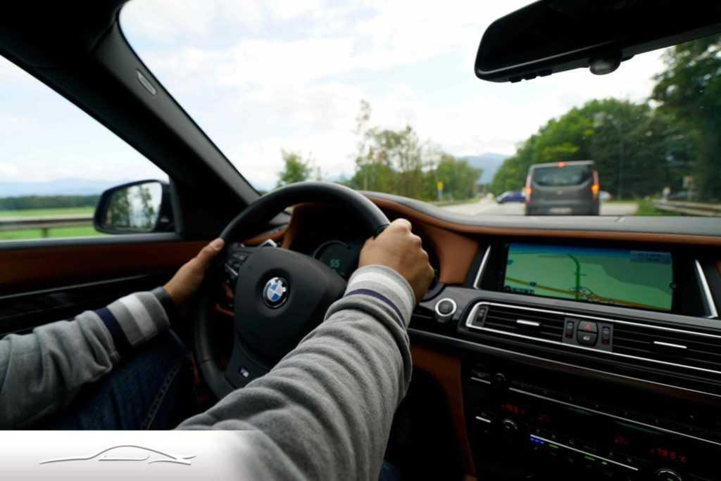 при движении за рулем в Германии.